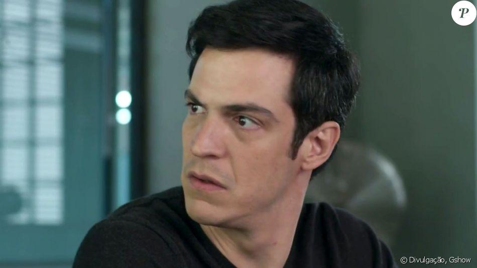 Eric (Mateus Solano) leva tiro de Cássio (Lucci Ferreira) para proteger Luiza (Camila Queiroz), em junho de 2017, na novela 'Pega Pega'