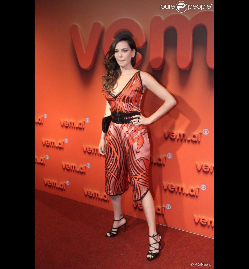 Tainá Müller usa macacão Gucci no comprimento midi no valor de R$ 10 mil na festa Vem Aí, da TV Globo