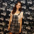 Tainá Müller iveste no macacão xadrez TNG nos bastidores do Fashion Rio