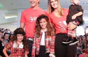 Rodrigo Faro desfila com a mulher e as filhas em evento de moda infantil