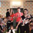 Rodrigo Faro desfilou com a mulher e as três filhas em um evento de moda infantil em São Paulo neste domingo, 6 de abril de 2014