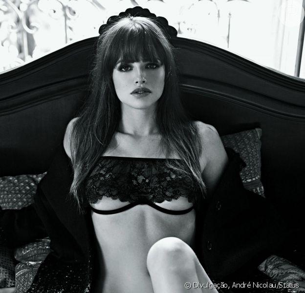 Agatha Moreira mostrou suas curvas na capa e no recheio da revista 'Status' de abril