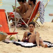 Sophie Charlotte mostra boa forma em tarde na praia e posa para fotos com fãs
