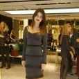 06d85d109 Isabelli Fontana veste look comportado para ir a lançamento de loja em São  Paulo
