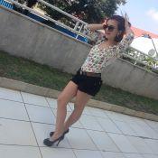 Klara Castanho gera polêmica ao publicar foto de salto alto aos 13 anos