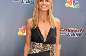 Heidi Klum escolhe vestido decotado para ir em festa do 'America's Got Talent'