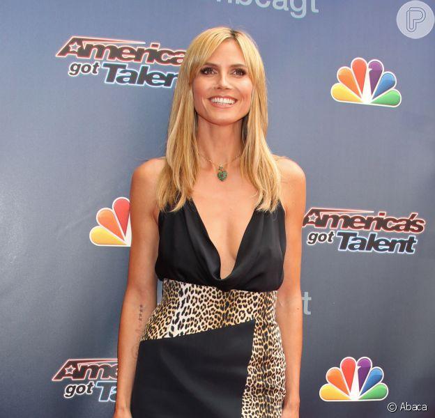 Heidi Klum rouba a cena com decote generoso em evento do 'America's Got Talent', em 22 de abril de 2014