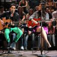 Fiuk e sophia cantaram juntos pela primeira vez em junho de 2013, durante uma gravação do programa 'Altas Horas'. A canção esolhida foi 'Cruisin', de Marvin Tarplin e Smokey Robinson