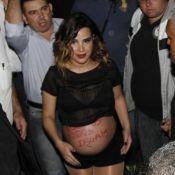 Acompanhada de Zilu, Wanessa faz último show antes do parto e exibe barrigão