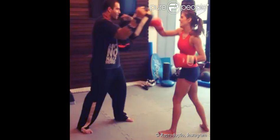 Deborah Secco publicou um vídeo em seu Instagram em que aparece lutando Muai Thay