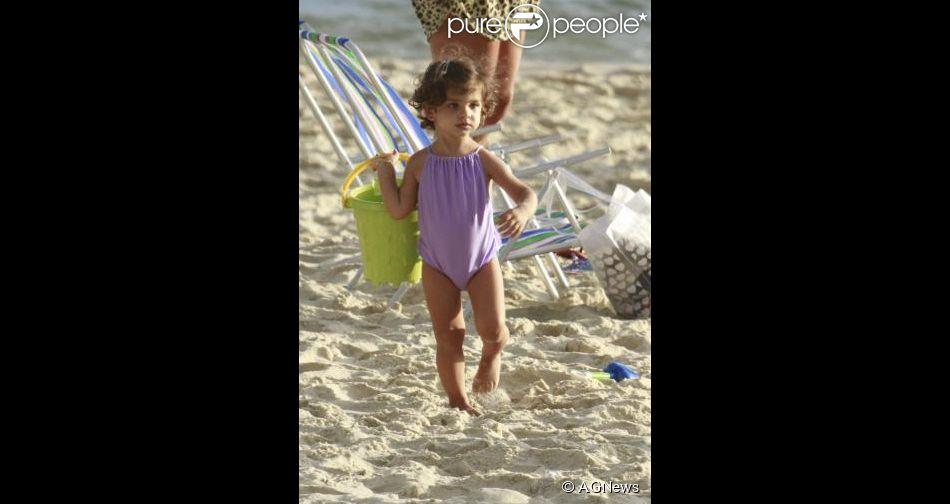 Sofia, filha de Grazi Massafera e Cauã Reymond completa 2 anos nesta sexta-feira, 23 de maio de 2014