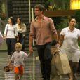 Jonatas Faro levou seu filho, Guy, fruto de seu relacionamento com Danielle Winits, para passear em um shopping no Rio de Janeiro na noite de quinta-feira, 15 de maio de 2014