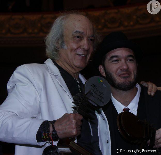 O cantor Erasmo Carlos retomará, no dia 24 de maio, a agenda dos shows de lançamento da turnê Gigante Gentil, no Vivo Rio, Zona Sul do Rio de Janeiro