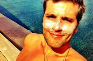 Bruno Gagliasso posa para Giovanna Ewbank com o rosto cheio de protetor solar
