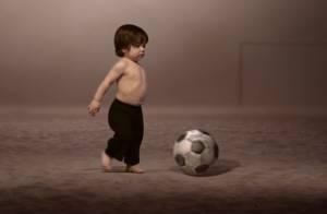 Filho de Shakira joga bola e Neymar canta em clipe da cantora para Copa do Mundo