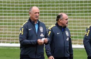 Felipão volta à concentração da Seleção Brasileira após ir a enterro do cunhado