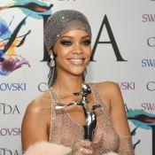 Stylist de Rihanna comenta vestido usado em premiação: 'Estava pronta pra ele'