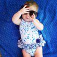 Maria Eduarda, filha de Debby Lagranha, toda estilosa com óculos escuro. Olha que fofura!
