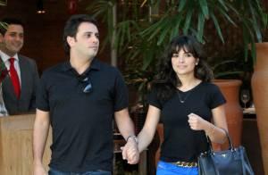Vanessa Giácomo não desgruda do namorado, Giuseppe, em shopping do Rio