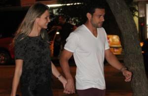 Fred janta com a namorada, Paula Armani, no RJ, após fazer gol em jogo do Brasil