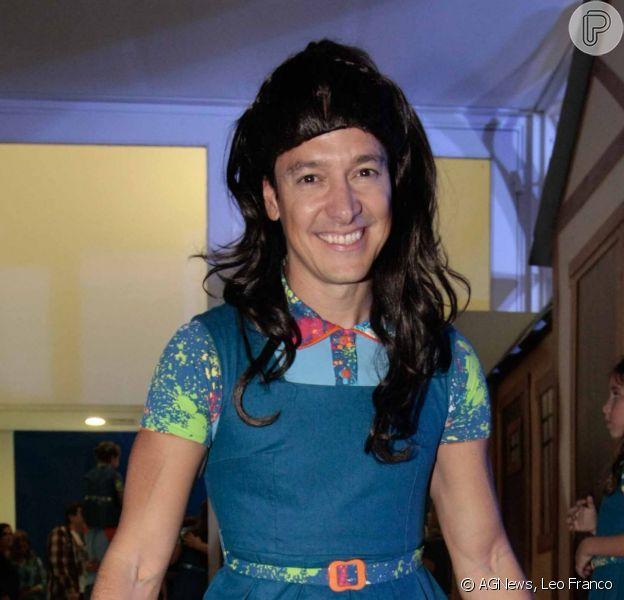 Rodrigo Faro se veste como personagem da novela 'Chiquititas' no aniversário das filhas Clara, de 9 anos, e Maria, de 6