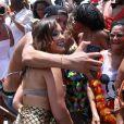 Larissa Manoela é tietda por fãs no Bloco da Favorita, em Copacabana, Rio de Janeiro, neste sábado, 10 de fevereiro de 2018