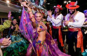Isis Valverde mistura bordado e transparência no Baile do Copa: 'Empoderada'