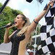 Fantasia de Claudia Leitte foi inspiarada na bandeira de Fórmula 1