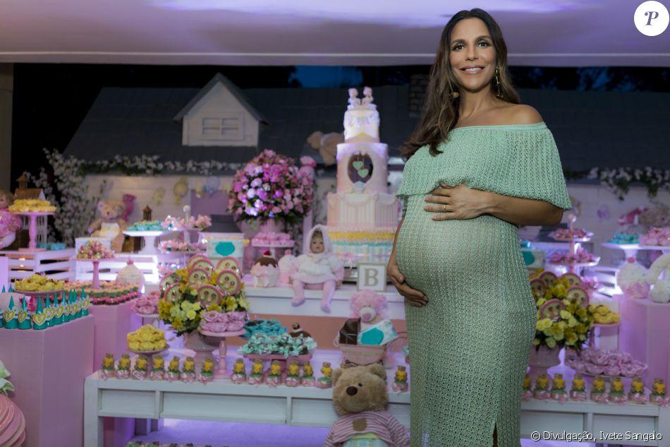 Ivete Sangalo já está no quarto com as filhas, Helena e Marina, em 11 de fevereiro de 2018