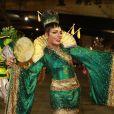 Quitéria Chagas uso quimono estilizado no desfile da Império Serrano
