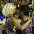 Sophie Charlotte e o marido, Daniel de Oliveira, passaram por camarote na Sapucaí na primeira noite de desfiles do Grupo Especial