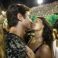 Isis Valverde trocou beijos com o namorado, André Resende, no Camarote N1 neste domingo, 11 de fevereiro de 2018