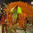 Julianne Trevisol revela que levou marmita para o desfile da Grande Rio. Veja a conversa da atriz com o Purepeople!