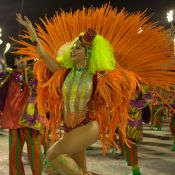 Musa, Julianne Trevisol leva marmita para desfile: 'Batata-doce e aipim'. Vídeo!