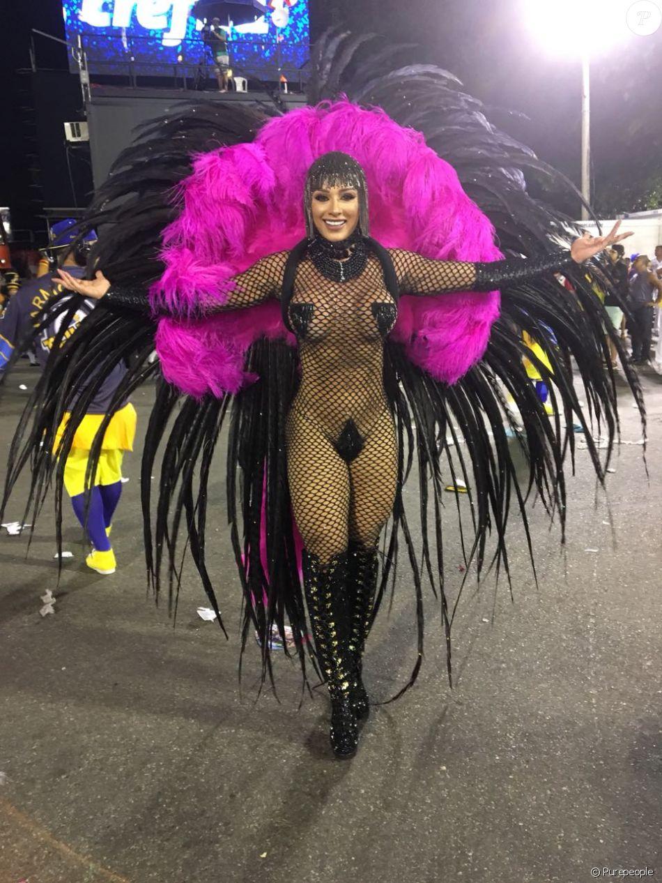 Juju Salimeni desfilou pela Unidos da Tijuca na Marquês de Sapucaí nesta segunda-feira, 12 de fevereiro de 2018