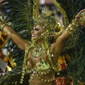 Rainha do Salgueiro, Vivi Araújo adota 'barbicha' em fantasia de faraó: 'Feliz'