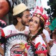 Fátima Bernardes e Túlio Gadêlha se divertiram nesta quarta (14) no bloco Cacique de Ramos