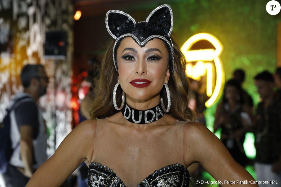 Coleira usada por Sabrina Sato no carnaval foi aprovada por Duda Nagle: 'Adorou'