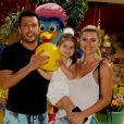 Filha de Ceará e Mirella Santos, Valentina foi com os pais ao circo