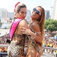 Giovanna Ewbank posa com Sabrina Sato em cima do bloco das Poderosas