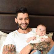 Gusttavo Lima 'ensina' o filho a tocar violão e web se derrete: 'Que amor'