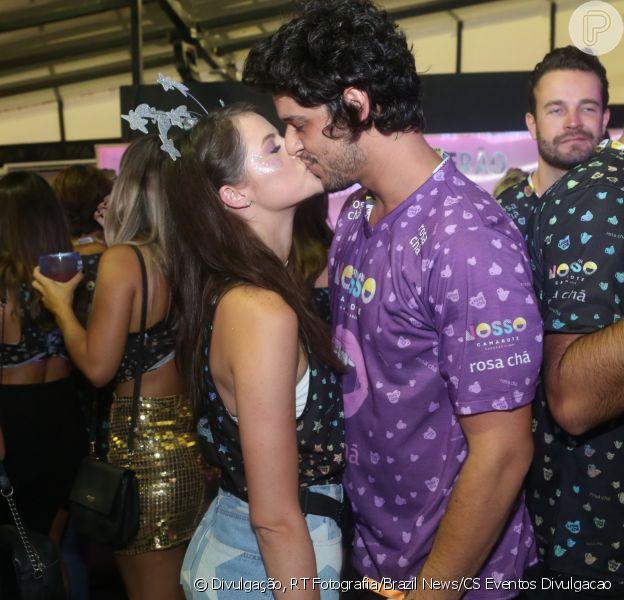 Agatha Moreira beija namorado, Pedro Lamin, em camarote neste sábado, dia 17 de fevereiro de 2018