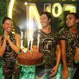 Isis Valverde celebrou seu aniversário com amigos em camarote