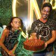Isis Valverde ganhou bolo em camarote na Sapucaí