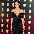 A atriz e modelo Amy Jackson ornou peças ombro a ombro e decote generoso em look
