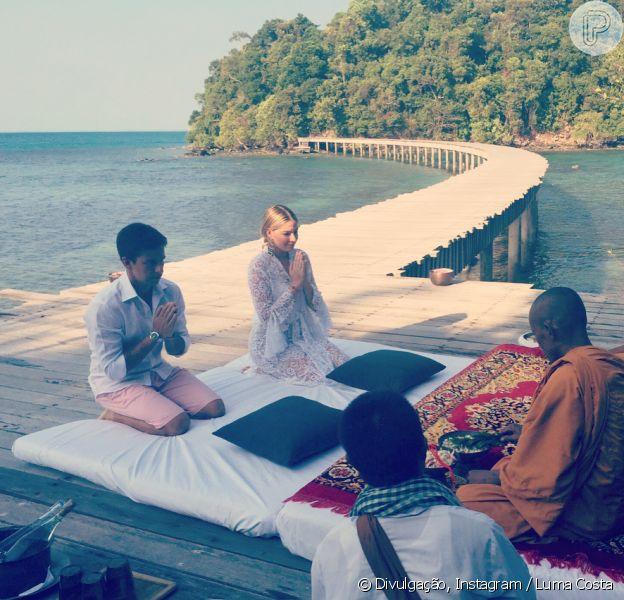 Luma Costa e Leonardo Martins renovaram os votos de casamento no Camboja