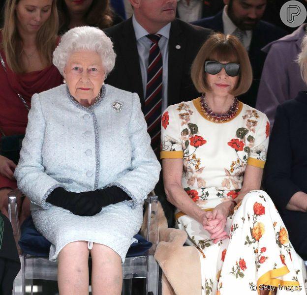 A rainha Elizabeth compareceu a um desfile da Semana de Moda de Londres, na capital inglesa, nesta terça-feira, 20 de fevereiro de 2018