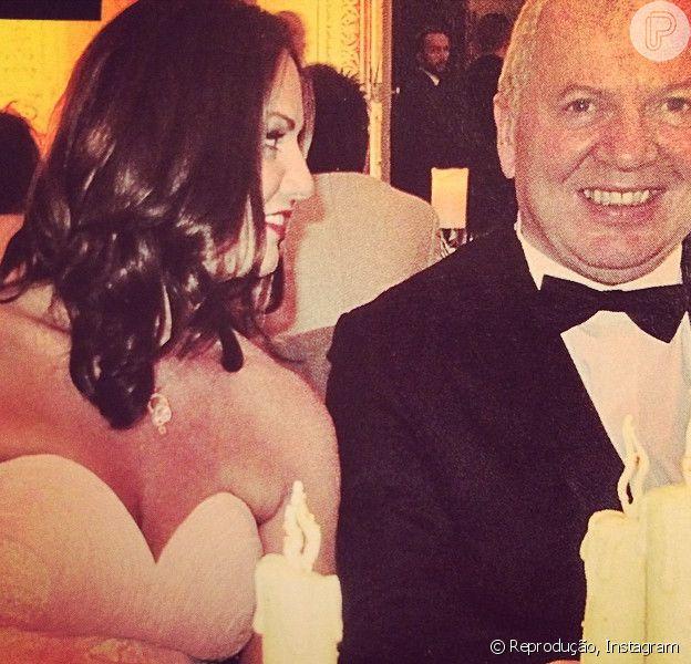 Luiza Brunet publicou uma foto em seu Instagram em que aparece ao lado do empresário, Lirio Parisotto, nesta quarta-feira, 11 de junho de 2014