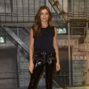 Grazi Massafera aposta em calça de vinil para prestigiar evento de moda. Fotos!