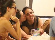 Bruna Linzmeyer curte barzinho com a namorada, Priscila Visman, e amigos. Fotos!